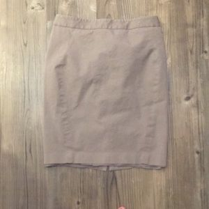 LOFT size 6 stretchy taupe pencil skirt